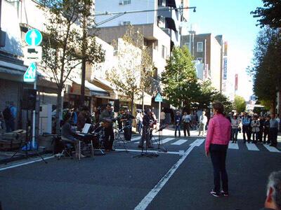 「第5回吉田町アート&ジャズフェスティバル」のジャズ演奏