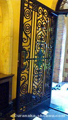 「ベーリック・ホール」のドア