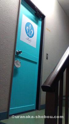 変身写真館「Metalily(メタリリー)」のドア