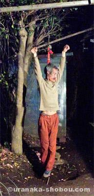 首くくり栲象さんの首吊り画像2